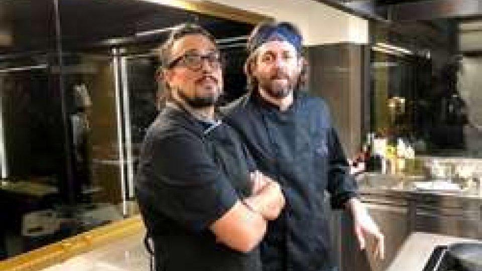 Gli Chef Alessandro Borghese e Cristiano Tomei, assieme ai ragazzi della comunità, protagonisti della seconda Charity dinner di San Patrignano