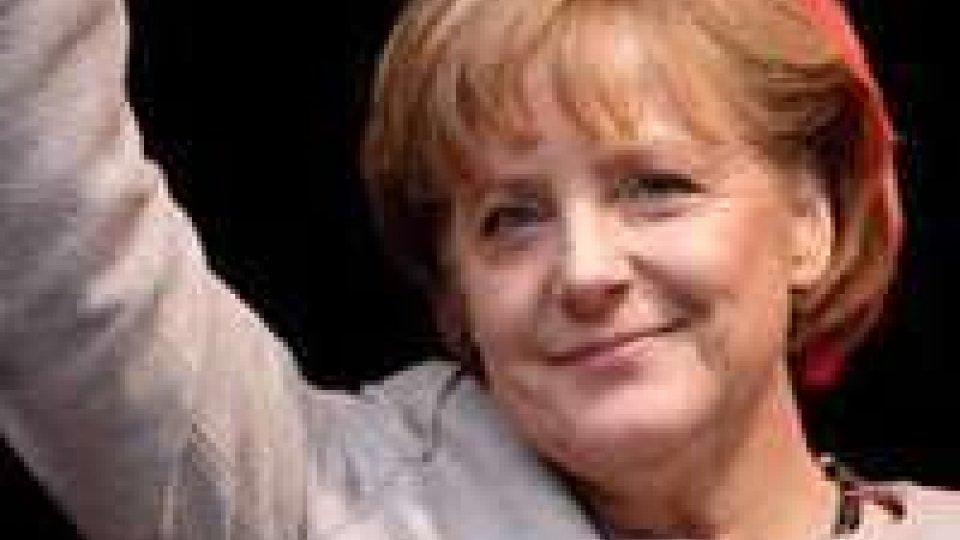 Germania: Merkel rieletta cancelliera al Bundestag