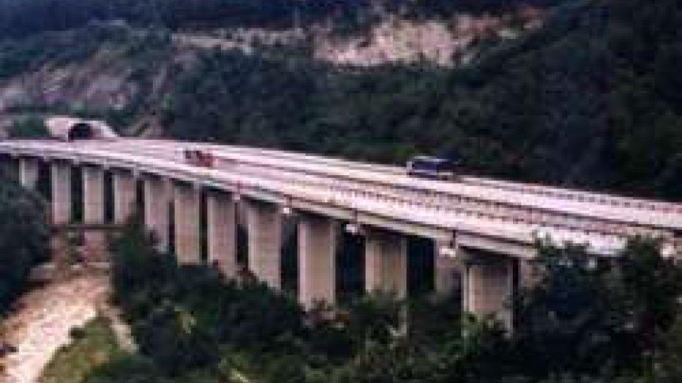Mercato Saraceno: camion precipita da viadotto. Nulla da fare per il conducente