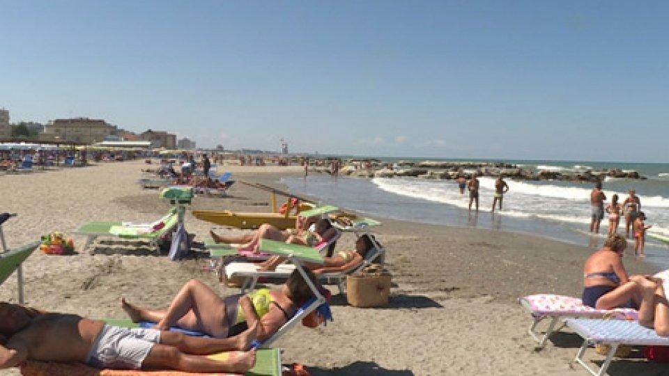 """Spiaggia di RiminiDirettiva Bolkestein: proroga di 15 anni per i balneari. Regione E-R: """"Necessaria una riforma organica"""""""