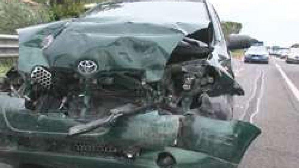 L'anteriore della YarisGrave incidente stradale sulla Consolare per San Marino, coinvolto un bambino