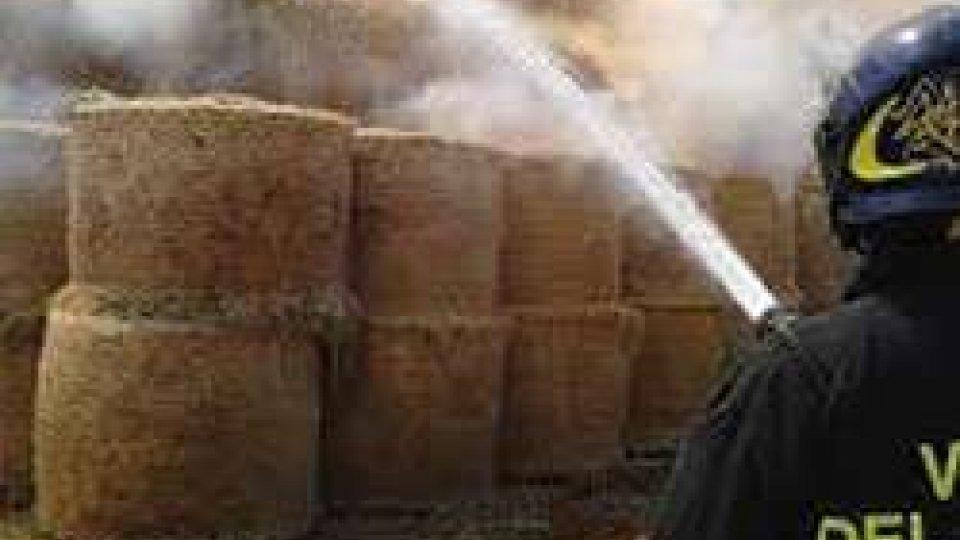Incendi: a fuoco 800 tonnellate paglia nelle Marche, di proprietà di contoterzisti di Santarcangelo