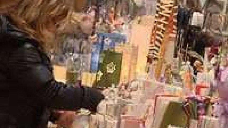 Natale in chiaroscuro: la Confesercenti dichiara un calo dei consumi del 3%Natale in chiaroscuro: la Confesercenti dichiara un calo dei consumi del 3%