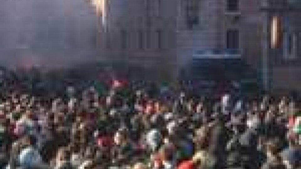 La protesta degli studenti a Roma si trasforma in guerrigliaLa protesta degli studenti a Roma si trasforma in guerriglia