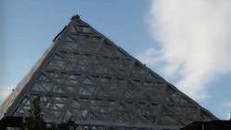 Si arrampica sulla piramide del Coccoricò per un selfie e cade: denunciato
