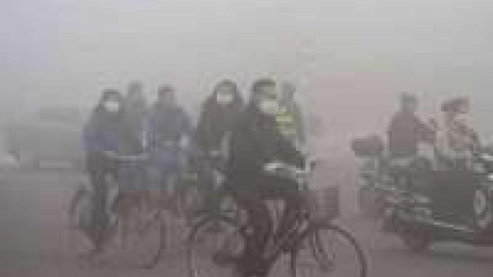 Cina: inquinamento, scuole chiuse in due città per smog