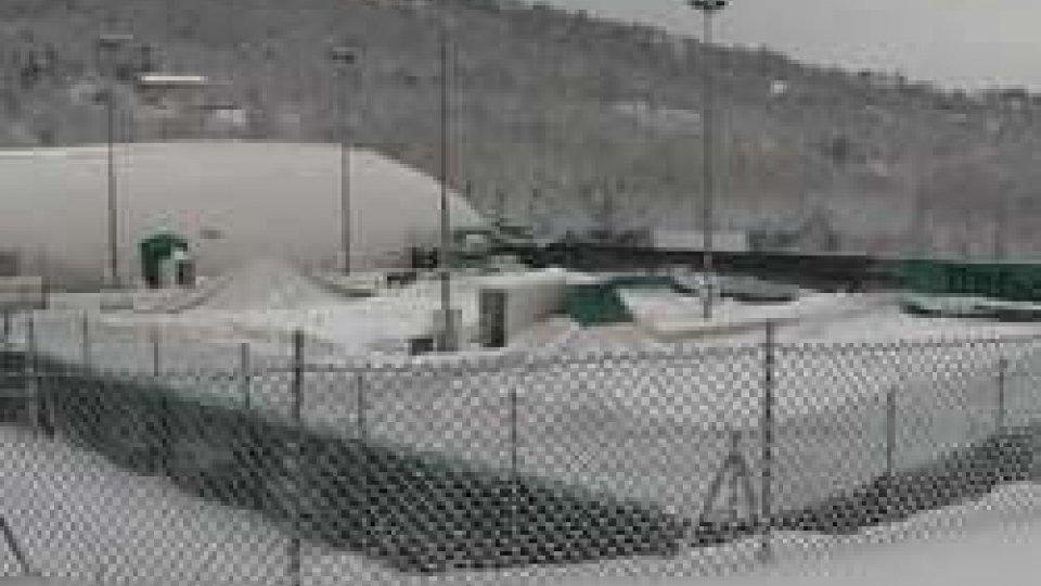i palloni collassatiLa neve ferma il tennis