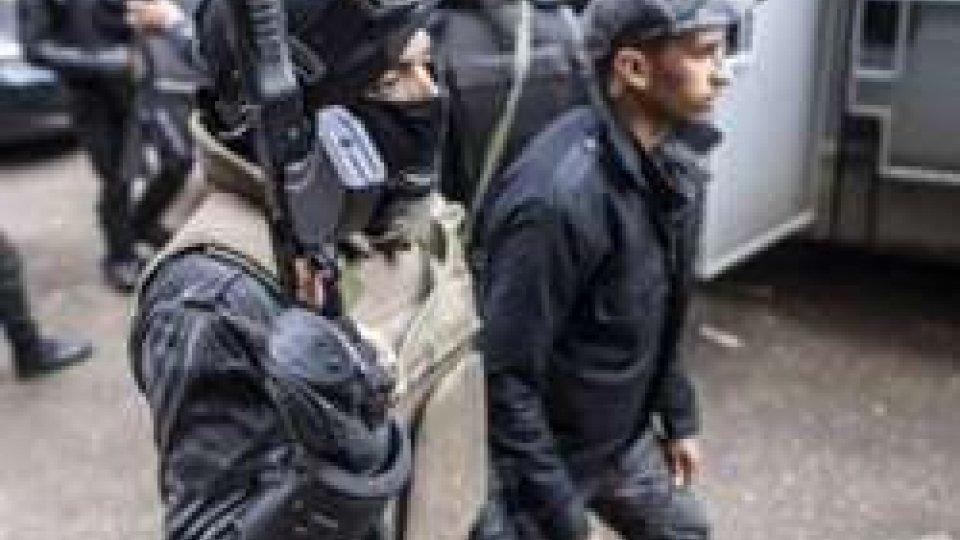 Egitto: attaccato bus copti, almeno 23 morti