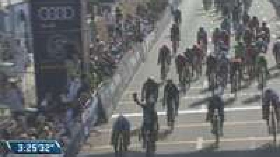 Dubai Tour: Cavendish s'impone nella prima tappa