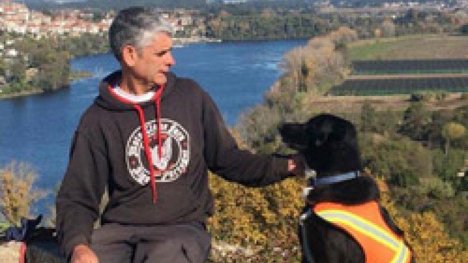 Martin Hutchinson e il suo cane Starsky: farà tappa a San Marino il loro giro del mondo in bici per una campagna sull'ambiente