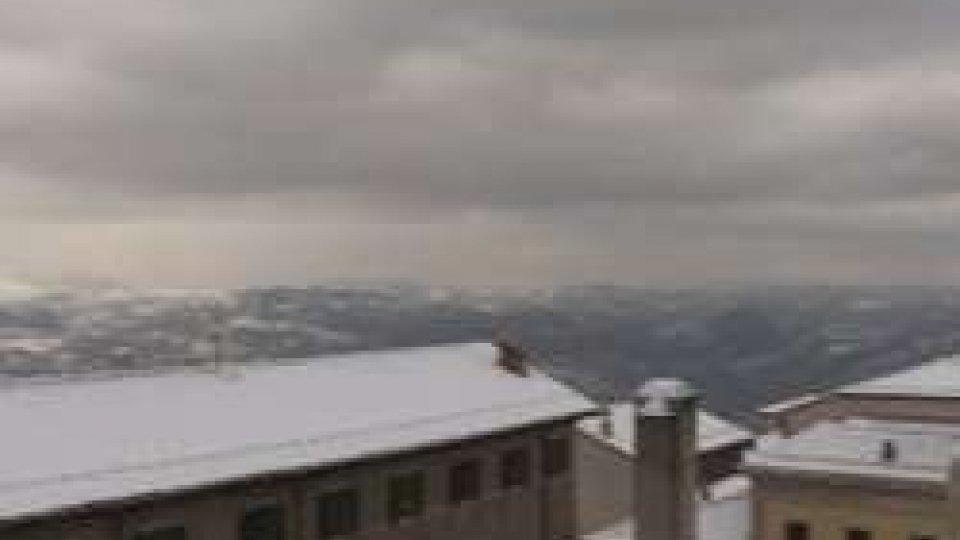 Maltempo, non si attenua l'ondata di gelo: torna la neve sul Titano