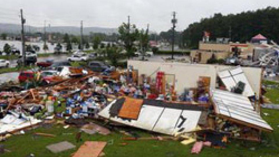 @ansaUsa: tornado in Alabama uccide 23 persone
