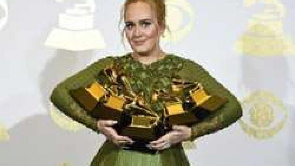 Adele sbanca i Grammy Awards. Nessun premio per l'Italia