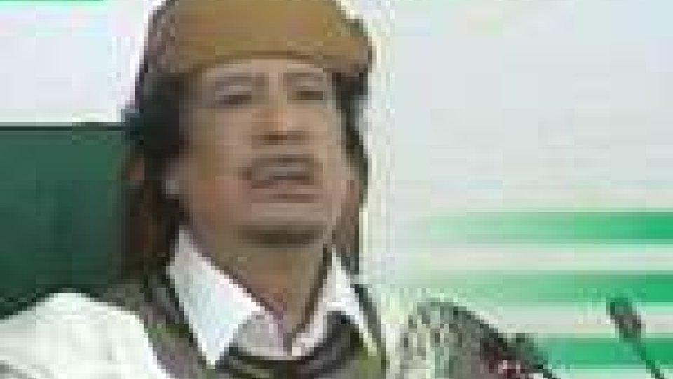 """Gheddafi torna in tv e dice: """"Io sono la Libia"""""""