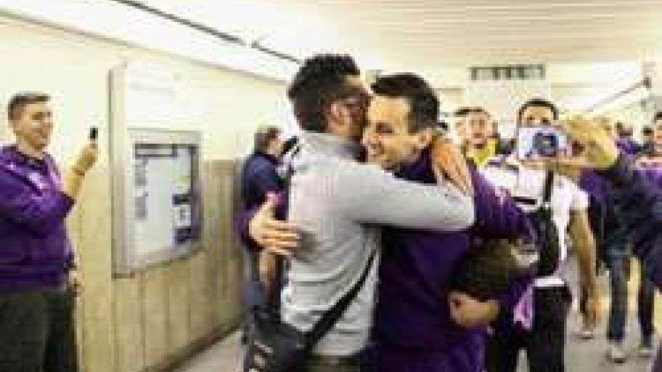 Tifosi attendo il rientro della Fiorentina dopo il 4-1 contro l'InterTifosi attendono il rientro della Fiorentina dopo il 4-1 contro l'Inter