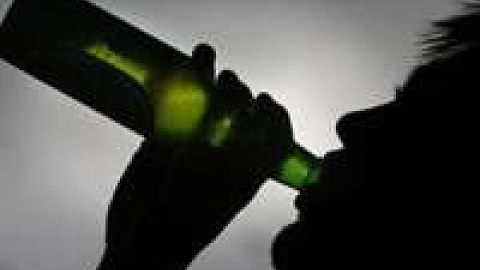 Decessi per alcol, nel 2010 morti in 16.829. Le cause variano a seconda dell'età