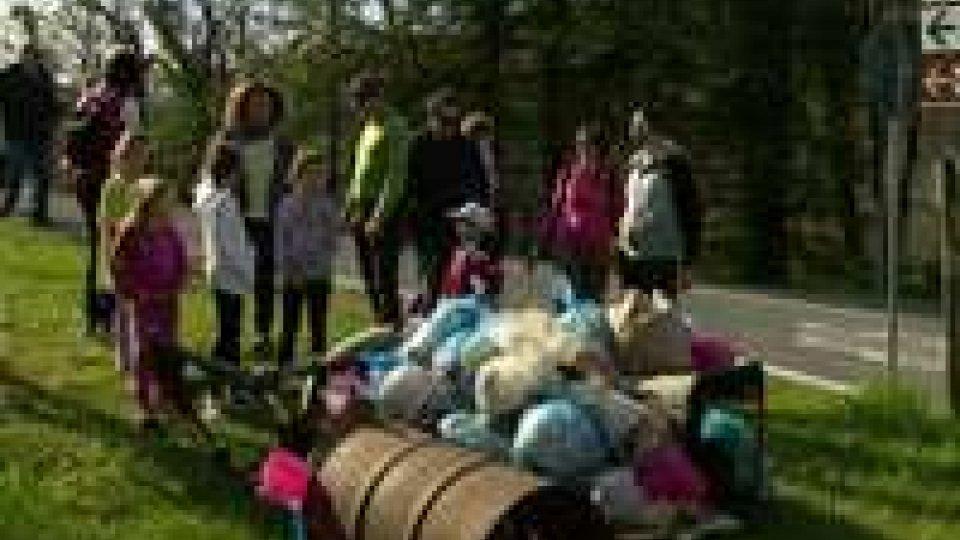 """""""Ma che bel Castello"""": grandi e piccoli a caccia di rifiuti nella Passeggiata Ecologica"""