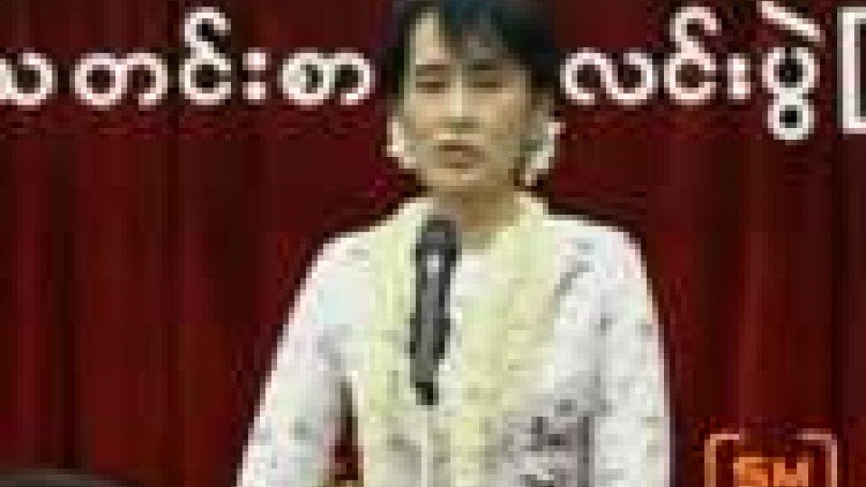 Apparizione televisiva per Aung San Suu Kyi
