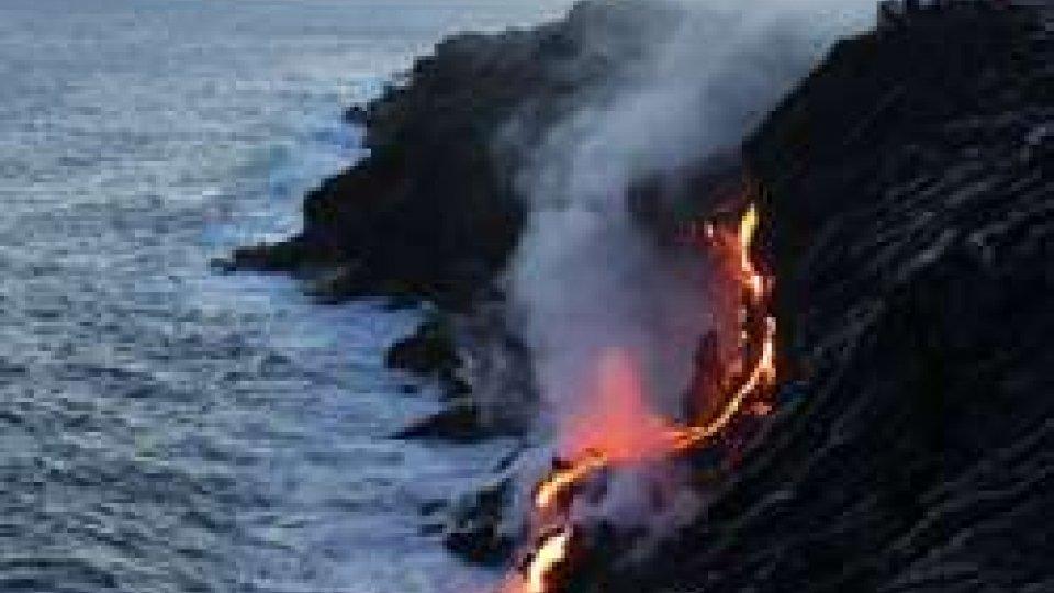 Usa: vulcano Hawaii, lava in oceano, arriva nube tossica