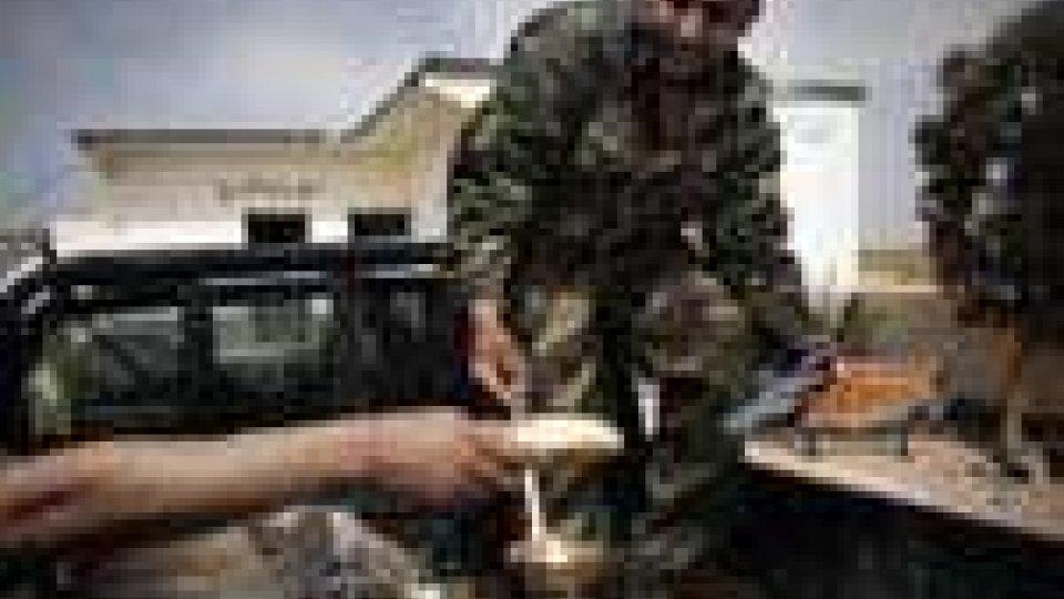 Il regime libico prosegue la controffensiva attaccando gli insorti