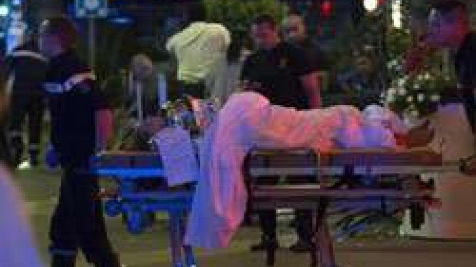 Terrore a Nizza: camion sulla folla del 14 luglio. Più di 80 mortiTerrore a Nizza: 84 i morti dopo l'attacco