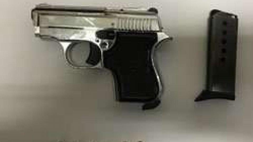 Riccione: arrestato 36enne armato di pistola e coltello