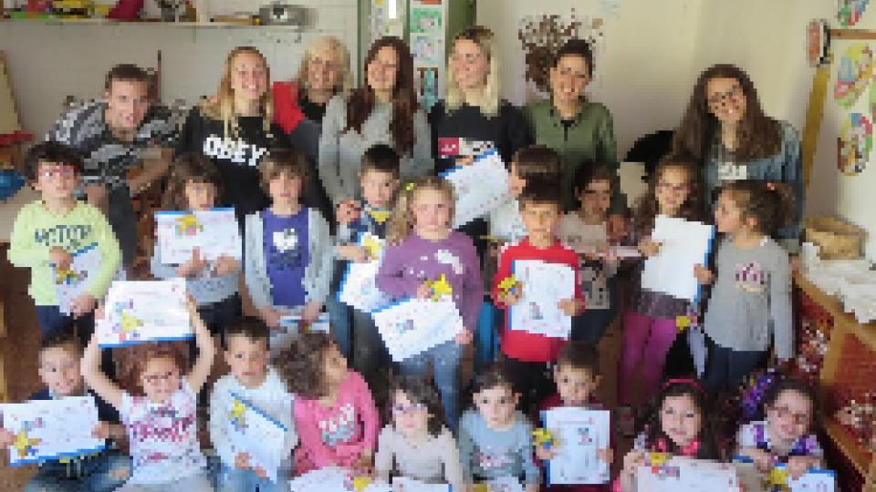 I ragazzi del Liceo Linguistico San Pellegrino docenti per insegnare inglese ai bimbi dell'infanzia di MIsano