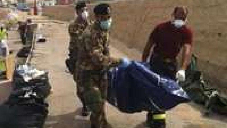 Lampedusa: difficile recupero dei corpi imprigionati nel relitto