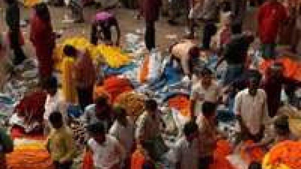 India, a Calcutta morte 13 persone per rogo
