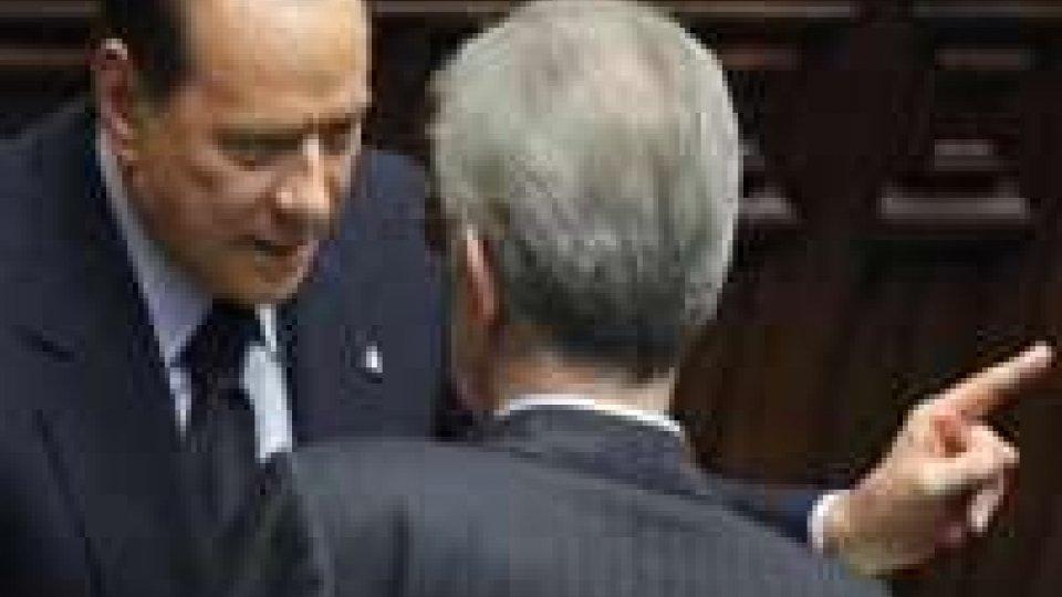 Crisi: Berlusconi contro Monti, rischio per la borsa