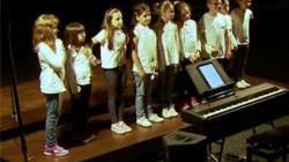 """""""The Blues Voices"""": il coro di voci bianche in concerto a Serravalle"""