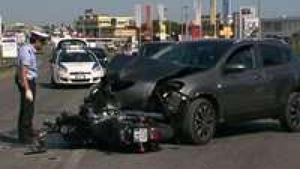 Incidente a Misano: due motociclisti trasportati d'urgenza al Ceccarini.Incidenti sulle strade: a Misano coinvolti due giovani, a Bellaria un centauro