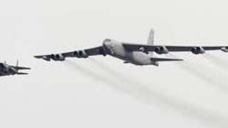 Corea del Nord: bombardamento simulato di aerei americaniCorea del Nord: bombardamento simulato di aerei americani