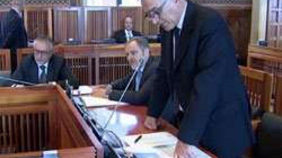 Consiglio, in seduta notturna passa l'art. 23 sull'Emissione di titoli di debito pubblico