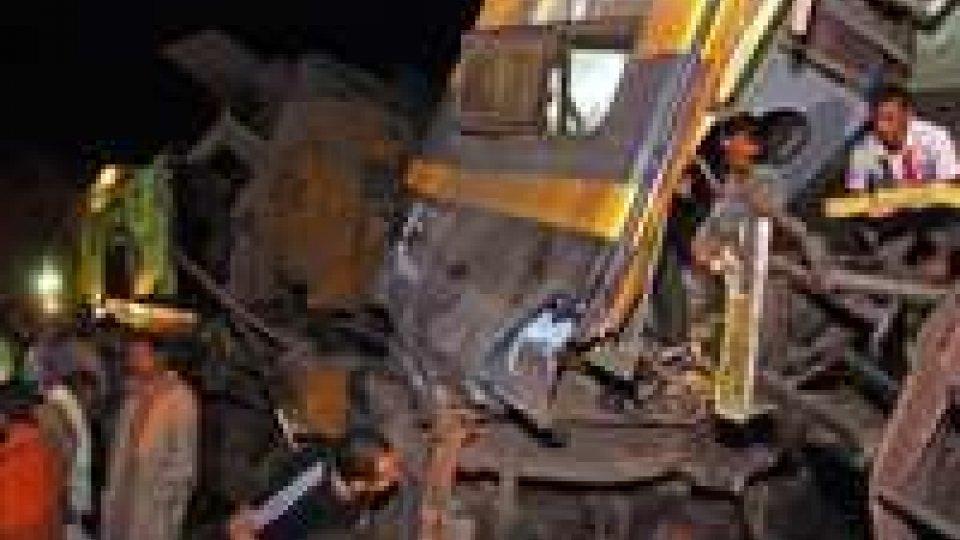 Tremendo incidente in Egitto: si scontrato un autobus e un treno