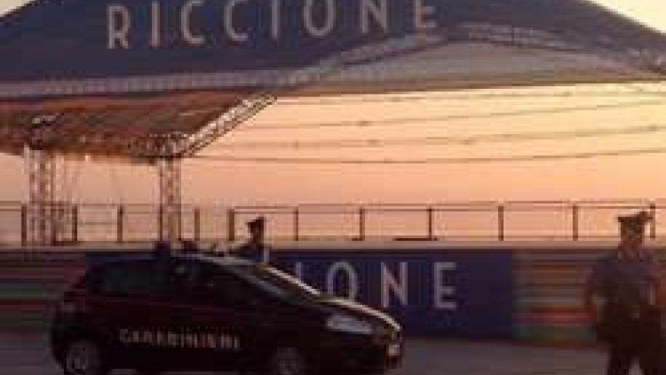 Riccione, rissa in un bar di piazzale Roma: due feriti