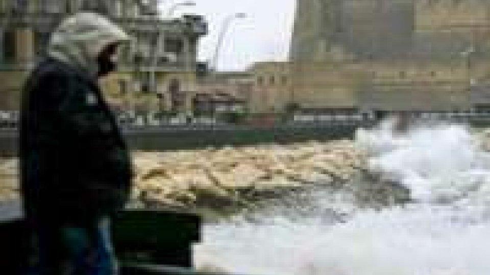 Maltempo: aliscafi fermi nel porto di Napoli.