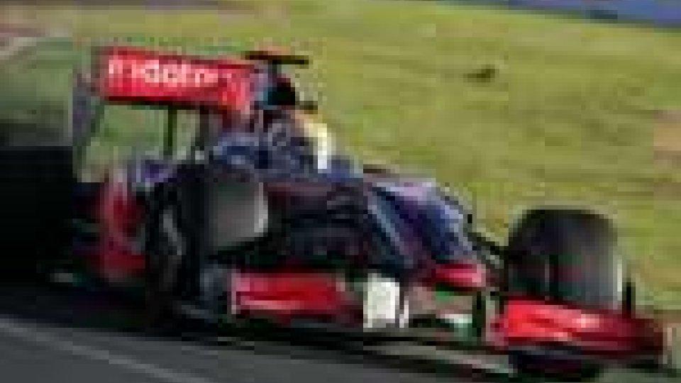 Le McLaren provano la fuga, le Ferrari inseguono a fari spenti