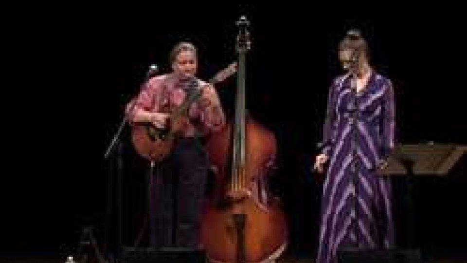 Teatro Titano: successo per il duo Deb & Rose