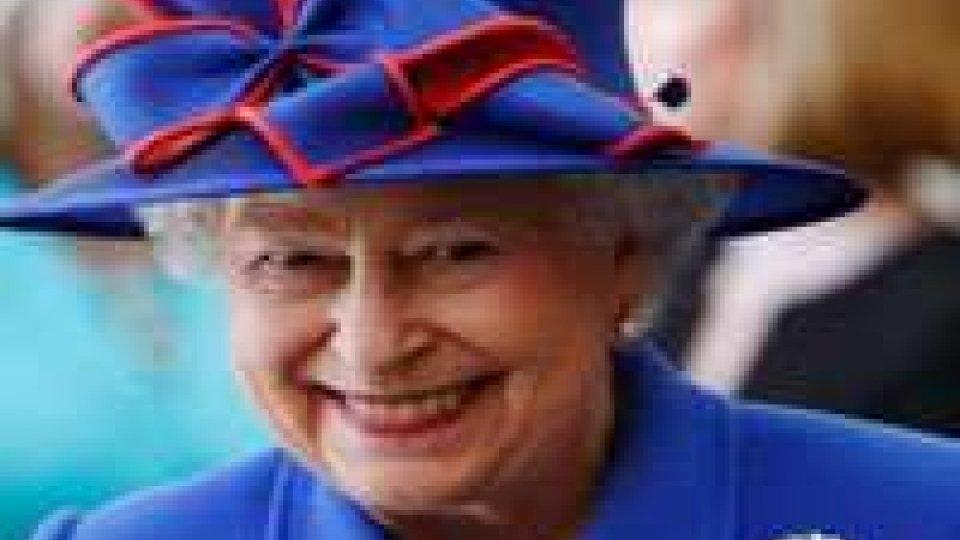 La Regina Elisabetta in ospedale, salta la visita in Italia