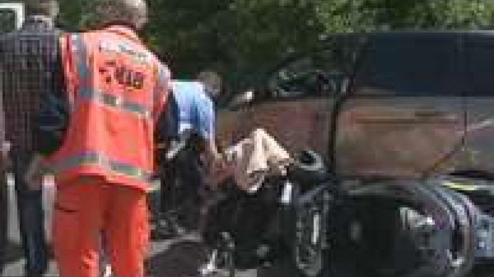 Incidente sulla Statale 16: auto investe scooter facendo inversione a 'U'