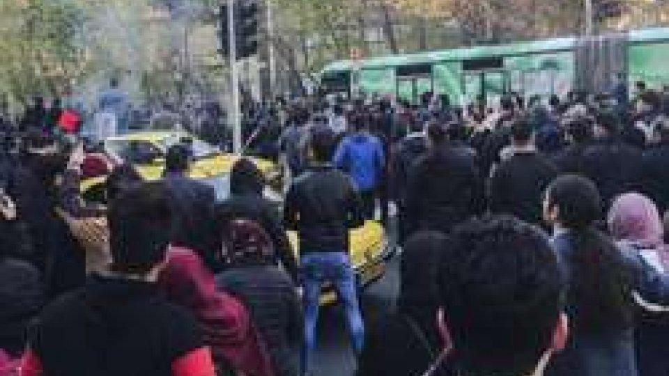 Sangue sulle proteste in Iran