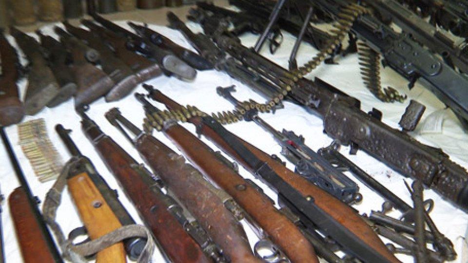 Le armi ritrovateMontefiore Conca: avevano un vero e proprio arsenale bellico, arrestati dai Carabinieri