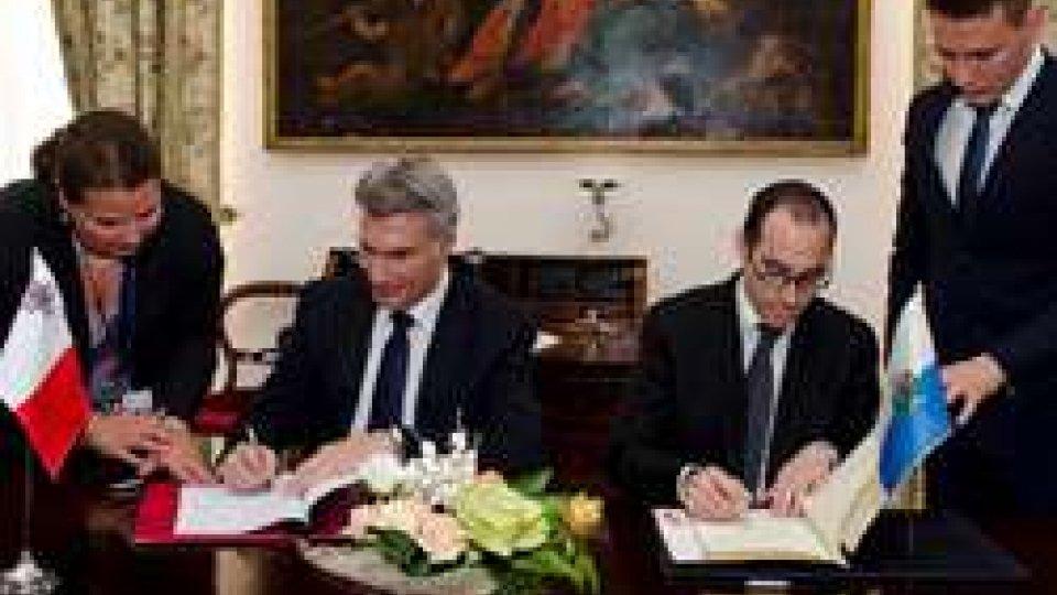 la firma dell'accordo tra omologhi EsteriSan Marino - Malta: Renzi firma accordo di Cooperazione nel settore della Cultura e dell'Istruzione