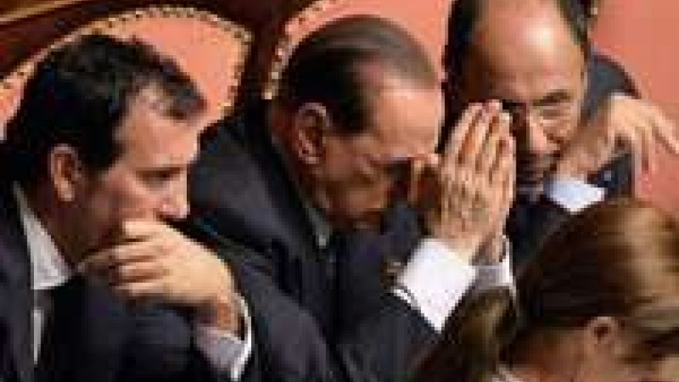Il Pdl sospende la propria riunione a causa della tragedia di Lampedusa.