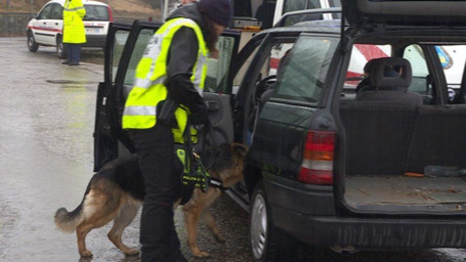 Polizia CivilePolizia Civile: controlli a tappeto, ieri, a Fiorentino. Nei guai 2 uomini e una donna
