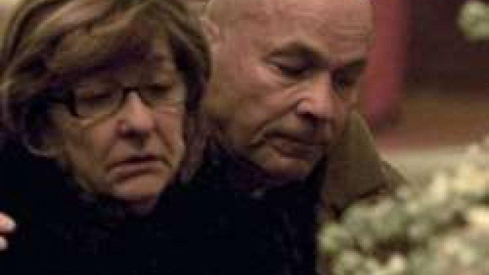Tonina e Paolo Pantani alla camera ardente di Michele Scarponi