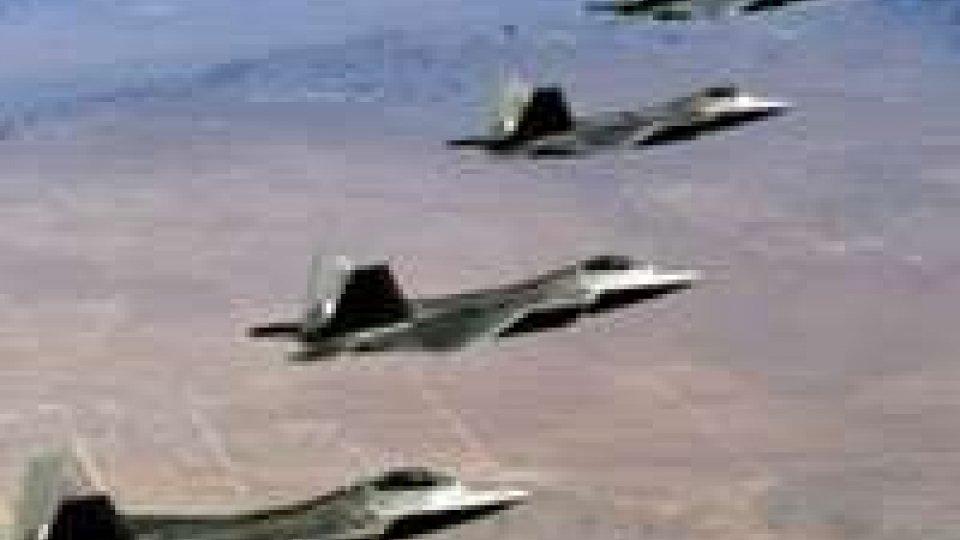 Iraq: nuovi attacchi aerei a Erbil mentre a Gaza, dopo la fine della tregua, riprende la guerra