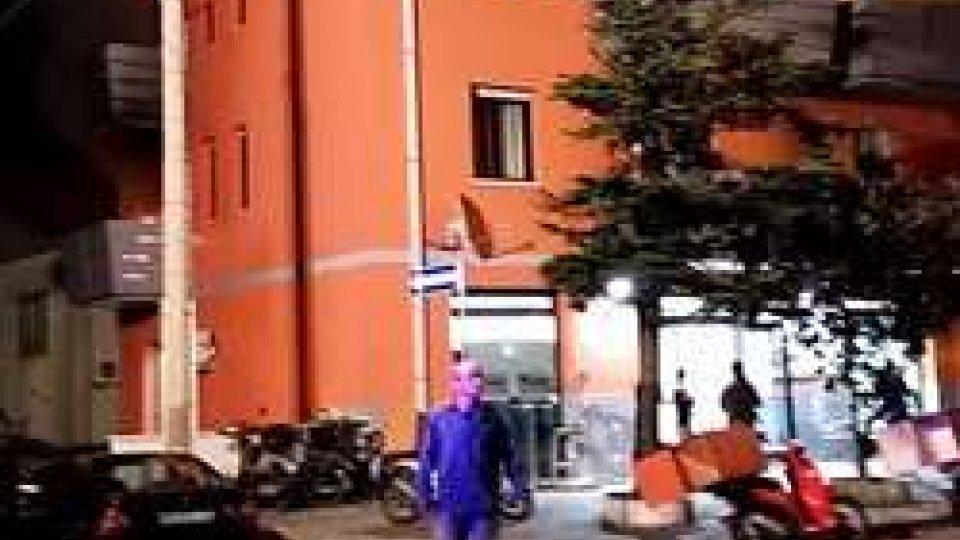 incendio RiminiIncendio a Rimini: si gettano dal terrazzo per evitare le fiamme, famiglia ricoverata all'Infermi - LE TESTIMONIANZE -
