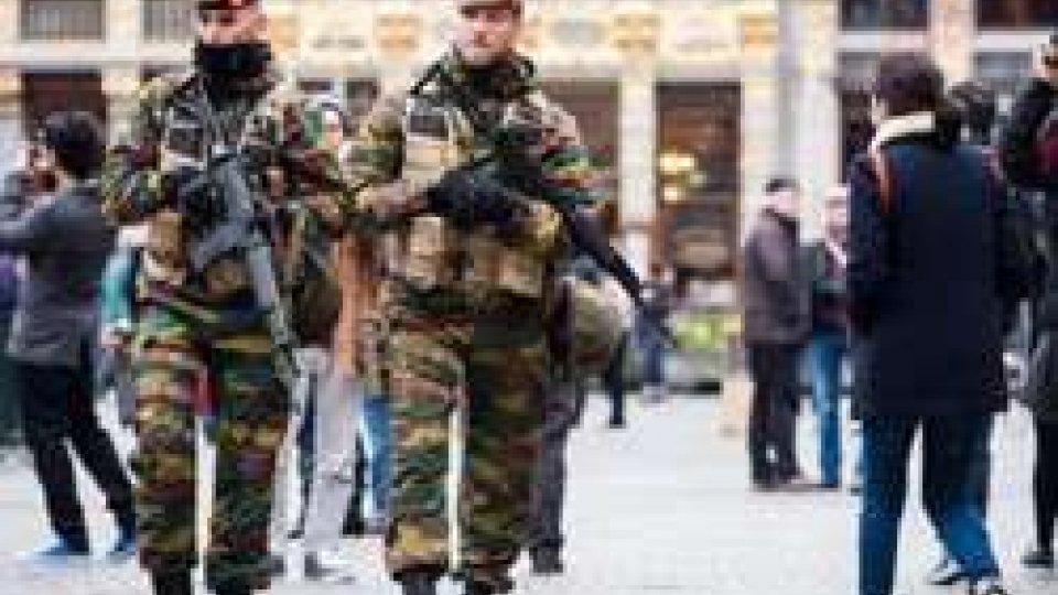 Bruxelles: nuove perquisizioni a Molenbeek, ancora latitante Salah Abdeslam